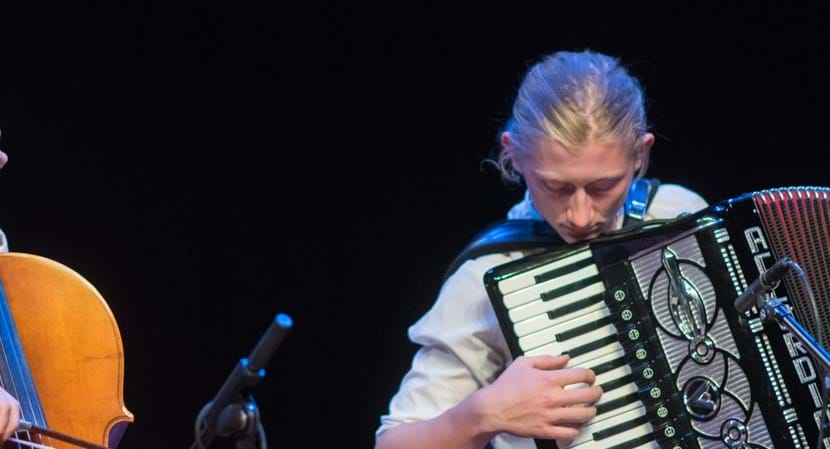 FVS_2626-klezmagic-samenspel-concert-cello-accordeon-wereld-jongeren-horizontaal.jpg (1)